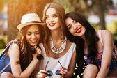 """Постер, картина, фотообои """"Три красивых молодых девушек"""""""