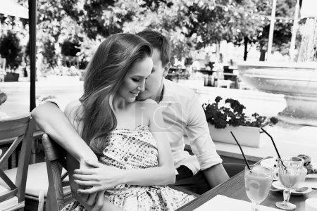 Femme homme couple relations amoureuses café heureux