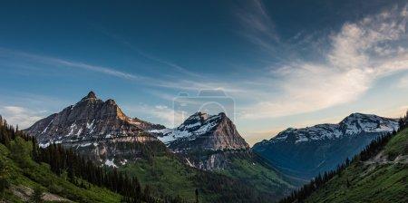 Photo pour Panorama des monts Oberlin, Clements et Cannon dans les Rocheuses du Montana - image libre de droit
