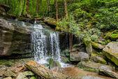 Boční pohled na vodopád na výlet do Rainbow Falls