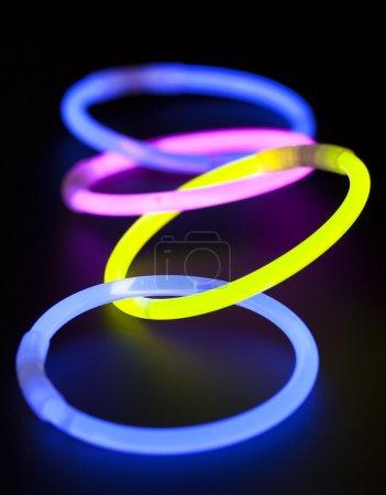 Photo pour Bâtons de forme ronde, exposition longue durée lumineux - image libre de droit