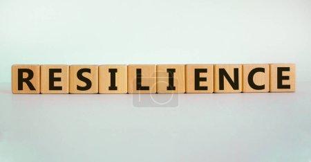 Photo pour 'Résilience 'écrite sur des blocs de bois. Concept d'entreprise. Espace de copie. Beau fond blanc. - image libre de droit
