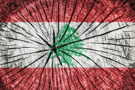 Photo pour Drapeau du Liban sur texture bois fissurée - image libre de droit