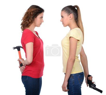 Foto de Amistad terminó. dos mujeres enojadas pie hacia atrás y sus brazos cruzaron mientras aislado en blanco - Imagen libre de derechos