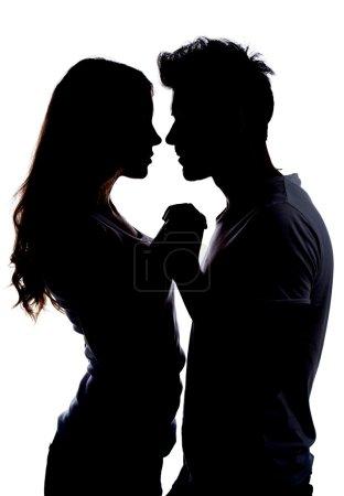 Photo pour Silhouette un couple heureux holding mutuellement - image libre de droit