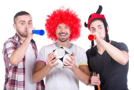 Photo pour Portrait de trois fans de football avec ballon de soccer et de vuvuzela. - image libre de droit