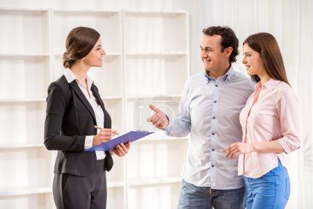 Photo pour Young couple are talking to real estate agent. - image libre de droit