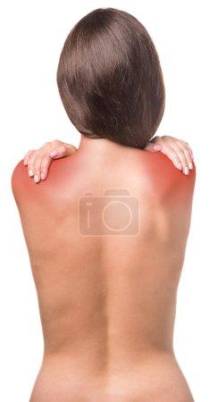 Foto de Mujer desnuda con dolor en los hombros sobre fondo blanco. Primer plano . - Imagen libre de derechos