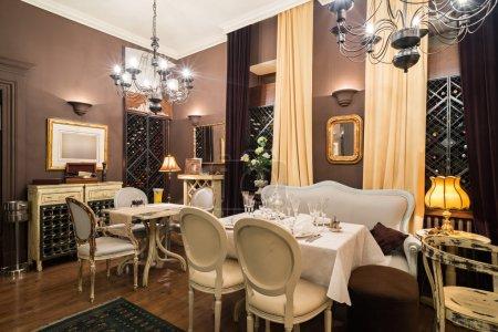 Photo pour Intérieur du Restaurant classique de luxe - image libre de droit