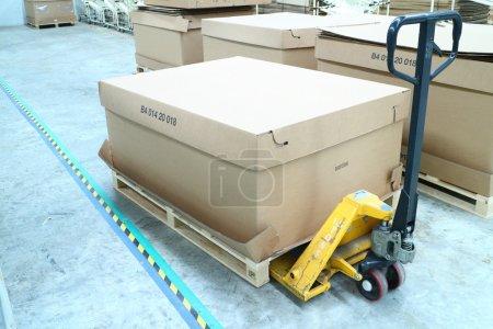 Hand lift cart Use of lifting boxes