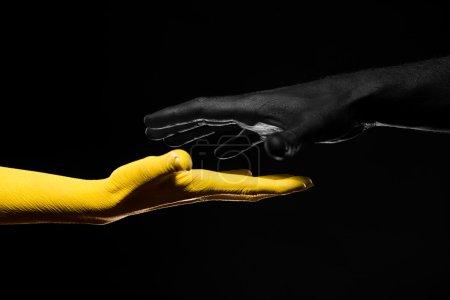 Foto de Manos negras y amarillas, gestos - Imagen libre de derechos