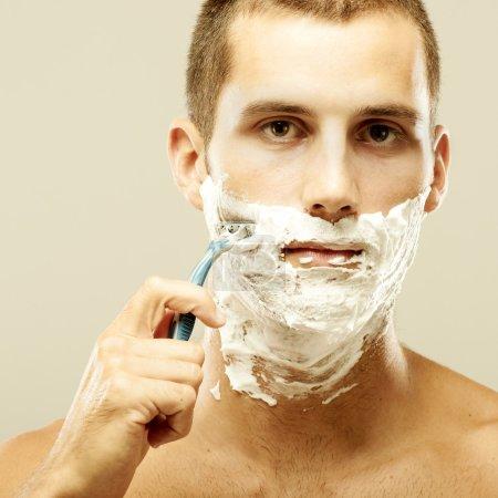 Man shaving in the bath