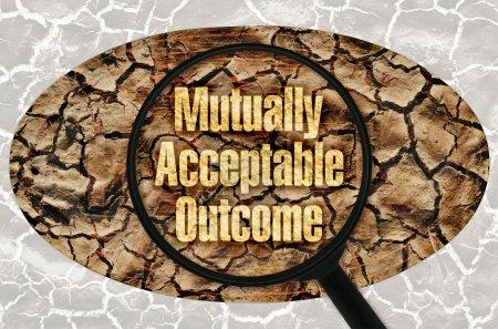 Photo pour Texte mutuellement Acceptable résultat sous une loupe sur fond Abstrait - image libre de droit