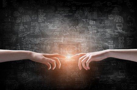 Photo pour Stratégie d'entreprise sur le mur avec lampe - image libre de droit