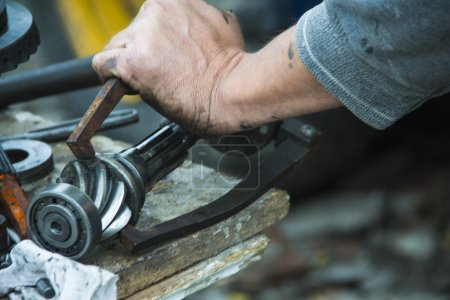 dirty hands mechanic