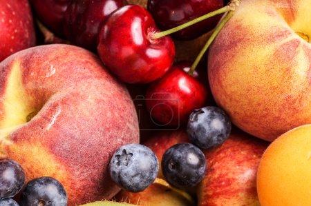 Photo pour Collections de fruits. Plein cadre gros plan de fruits frais biologiques - image libre de droit