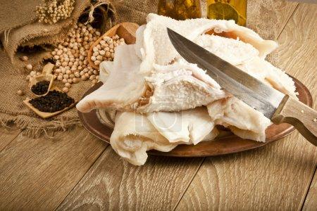 traditionelle türkische Suppe iskembe SchafsKutteln, Haggis Zutat mit Konzept Hintergrund auf Holztisch