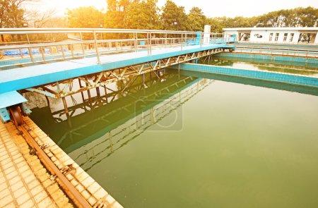Foto de Reciclaje de agua en estación de tratamiento de aguas residuales - Imagen libre de derechos