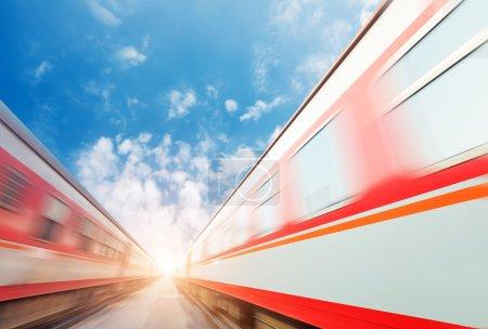 Photo pour Trains rapides en plein air - image libre de droit