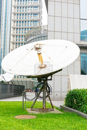 Parabolic satellite dish