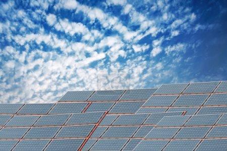 Foto de Paneles solares contra el cielo azul - Imagen libre de derechos