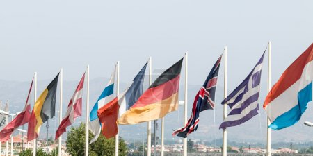 Photo pour Group of flags representing the main European countries - image libre de droit