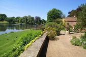 Zahrada zámku v Leeds v Anglii