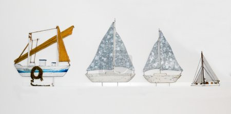 Photo pour Littles vessels waiting for sea adventures - image libre de droit