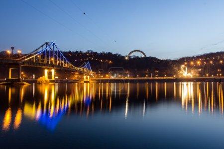 Photo pour Pont piétonnier de Kiev - image libre de droit