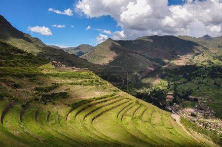 Photo pour Ruines de Pisac Incas, Vallée Sacrée, Pérou . - image libre de droit