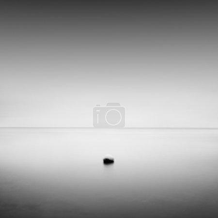 Photo pour Bea noir et blanc exposition de jour scène de paysage marin minimaliste. mer Noire, odesa, ukraine - image libre de droit