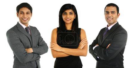 Photo pour Asiatiques hommes d'affaires indiens et femmes d'affaires en groupe isolé sur blanc. Concept de travail d'équipe . - image libre de droit