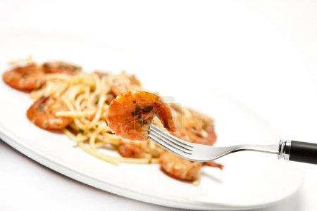 Photo pour Spaghetti avec sauce tomate et crevettes - image libre de droit