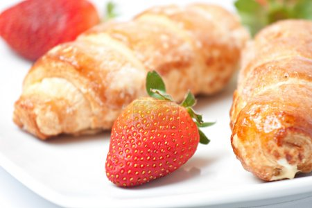 Strawberry and puff pastry rolls