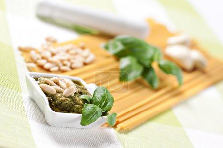 Ingredients for spaghetti al pesto