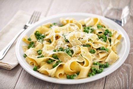 Tagliatelle with cream and peas