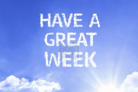 Photo pour Avoir une grande semaine nuage mots avec un ciel bleu - image libre de droit