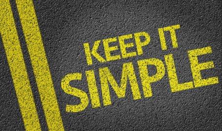 Photo pour Keep It Simple écrit sur le fond de la route - image libre de droit