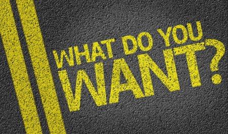 Photo pour Que veux-tu ? écrit sur le fond de la route - image libre de droit