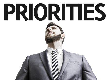 Photo pour Homme d'affaires avec les priorités du texte dans une image de concept - image libre de droit