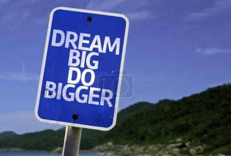 Photo pour Grand signe de grand faire de rêve avec une plage sur le fond - image libre de droit