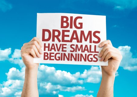 Photo pour Big Dreams Have Small Beginnings carte avec fond ciel - image libre de droit