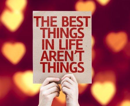 Foto de Las mejores cosas de la tarjeta no son cosas de la vida con fondo bokeh corazón - Imagen libre de derechos