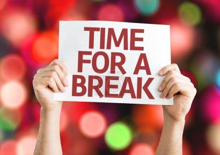 Photo pour Temps pour une carte Break avec fond coloré avec des lumières déconcentrées - image libre de droit