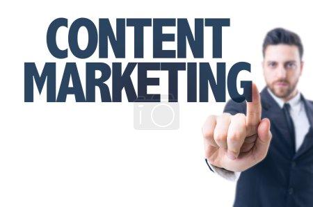 Foto de Hombre de negocios señalando el texto: Content Marketing - Imagen libre de derechos