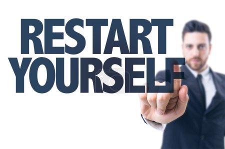 Photo pour Homme d'affaires pointant vers le texte : redémarrer vous-même - image libre de droit