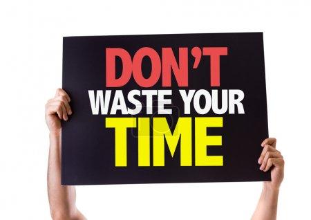 Photo pour Ne perdez pas votre carte de temps isolé sur fond blanc - image libre de droit