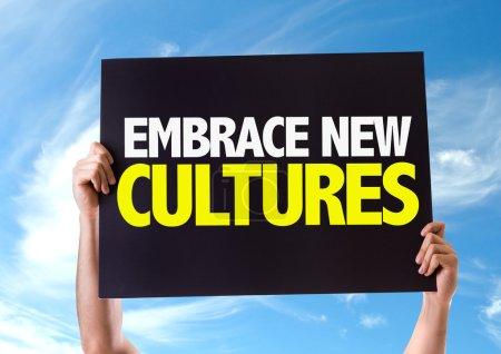Photo pour Embrassez la carte New Cultures avec le fond du ciel - image libre de droit