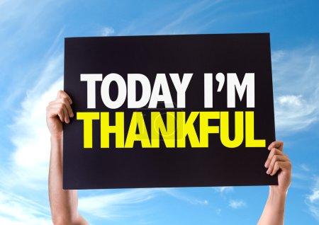 Photo pour Aujourd'hui Im Thankful carte avec fond de ciel - image libre de droit