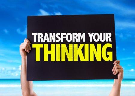 Photo pour Transformer votre pensée carte avec fond de plage - image libre de droit